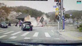 Car-crash-causes-Uam-Historical-Park-gate-to-collapse.jpg