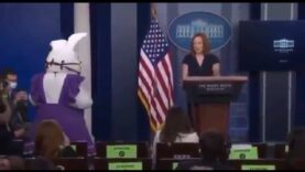 WATCH-Masked-Easter-Bunny-at-the-White-House-press.jpg