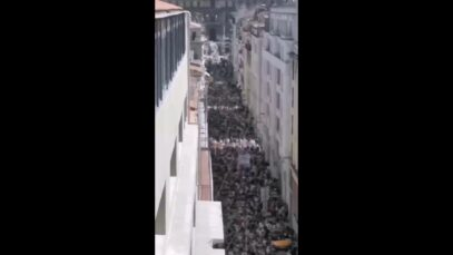 Non-vaccinated 'n vaccinated citizens across France unite in protest to